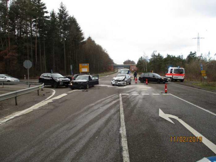 Landstuhl_Vorfahrt missachtet - zwei Unfallbeteiligte leicht verletzt