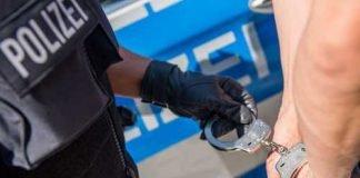 Symbolbild, Polizei, Festnahme, Verhaftung, Handschellen