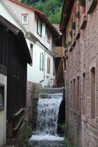 Der Wasserabsturz bei der Wappenschmiede - seit nunmehr über zwei Jahrhunderten nahezu unverändert. (Bild: Benno Münch)