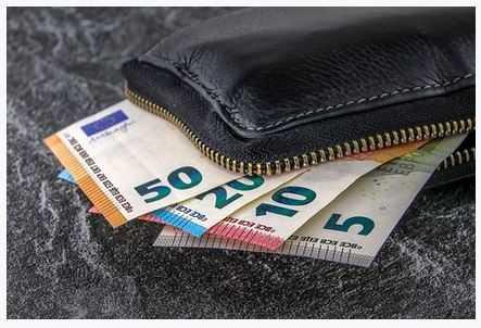 Symbolbild, Geld, Wechseltrick, Geldboerse, Falschgeld