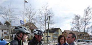 (Herbert Hess): Vertreter der Stadtverwaltung und des Ortschaftsrates weihen die RadSERVICE-Station Hoffenheim ein.