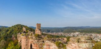 Burgruine Altdahn am Dahner Rundwanderweg (Foto: Pfalz.Touristik e.V./Dominik Ketz)