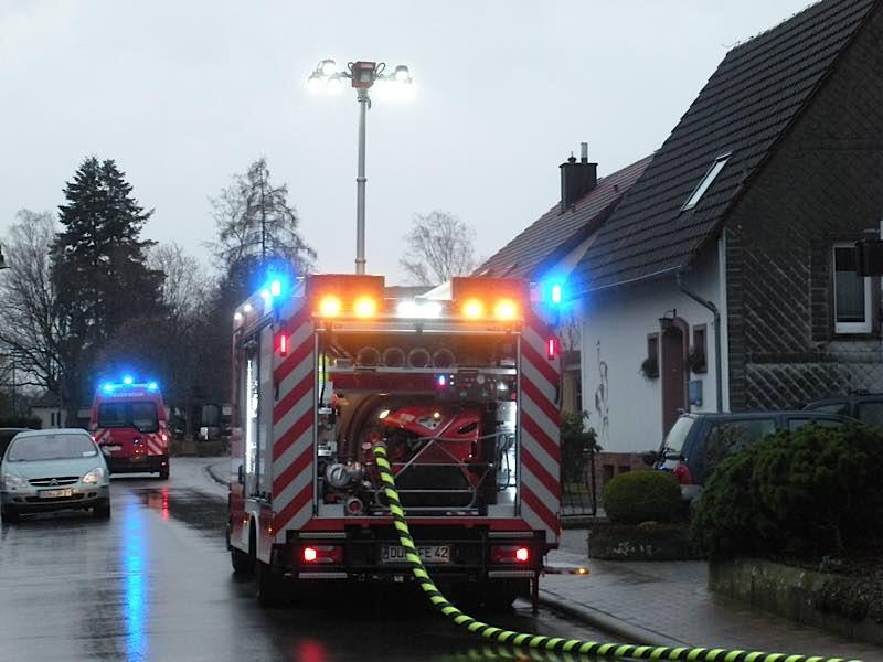 Feuerwehreinsatz in der Esthaler Klosterstraße (Foto: Presseteam der Feuerwehr VG Lambrecht)