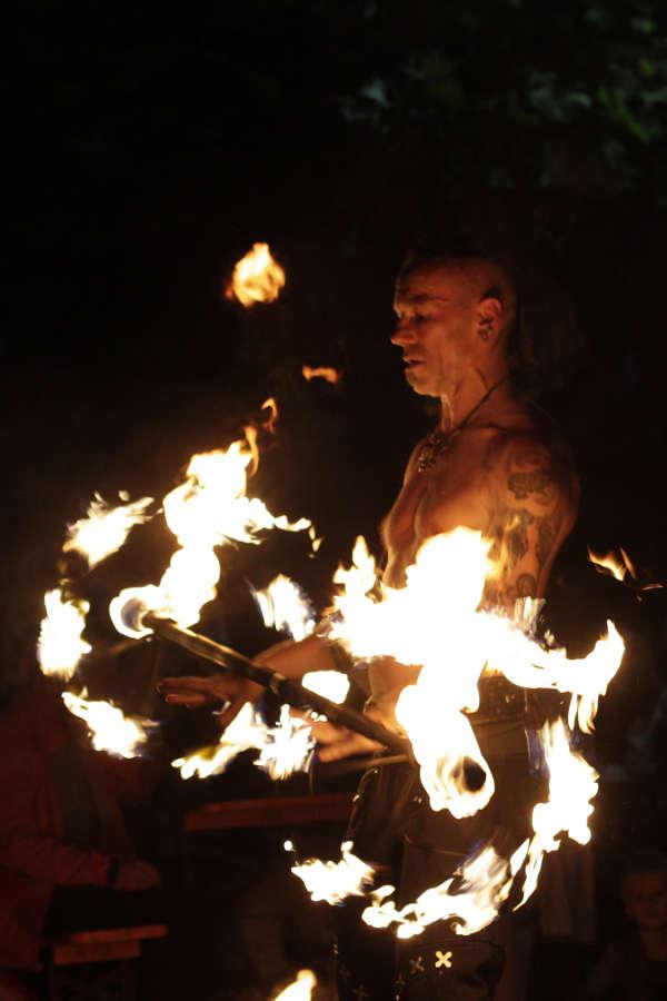 Feuershow Maitre Flamme (Foto: Lorraine Médiévale/CarolanLieb)