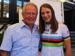 Olympiasiegerin Miriam Welte freut sich mit ihrem Trainer Frank Ziegler über die Bronzemedaille beim Teamsprint bei der WM in Polen. (Foto: Michael Sonnick)