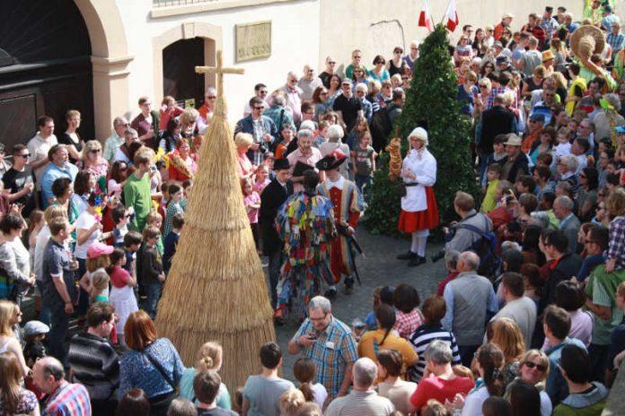 Hansel-Fingerhut-Fest (Foto: Tourist Service GmbH Deidesheim)