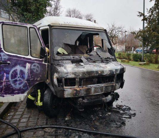 Das Wohnmobil brannte aus (Foto: Feuerwehr Neustadt)