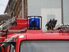 Symbolbild, Blaulicht, Feuerwehr, Feuerwehrwagen © Leo_65 on Pixabay