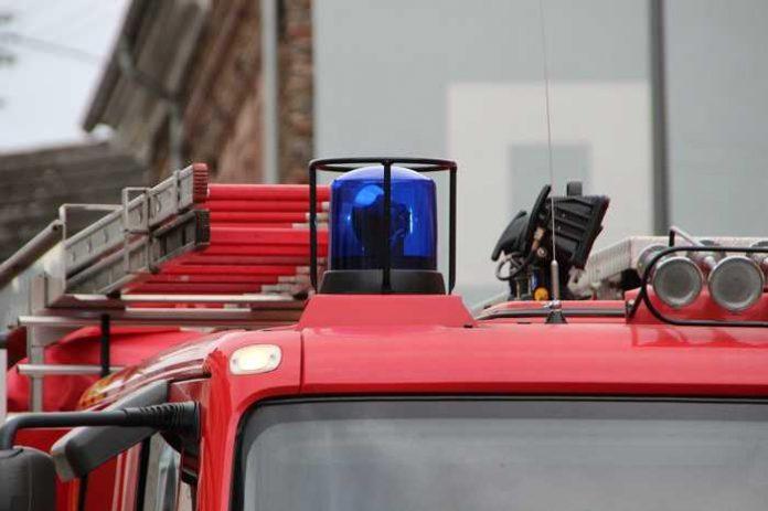 Symbolbild, Feuerwehr, Blaulicht, Feuerwehrwagen © Leo_65 on Pixabay