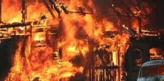 Symbolbild Feuerwehr, Gebäudebrand, Brandstiftung, Großbrand © pixabay
