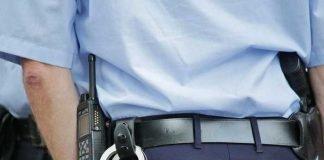 Symbolbild, Polizei, Polizist, Handschellen © cocoparisienne on Pixabay
