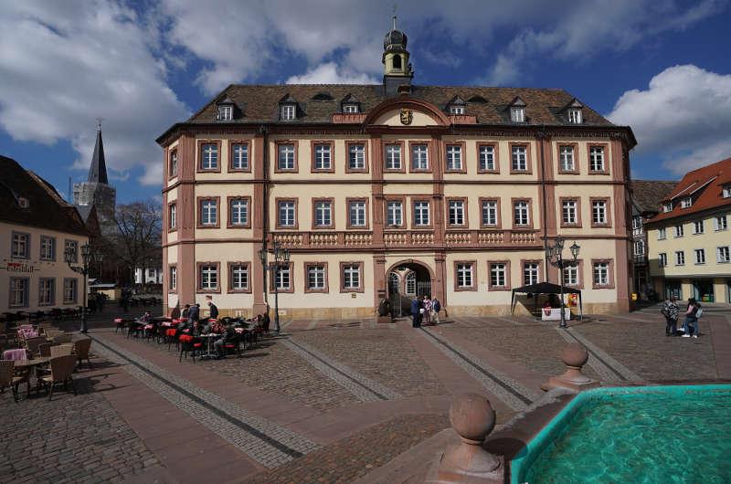 Symbolbild Rathaus Neustadt an der Weinstraße (Foto: Holger Knecht)