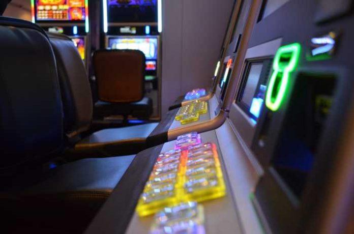 Symbolbild, Spielothek, Spielautomaten, Sucht, Glücksspiel, Geld, Pleite © pixabay