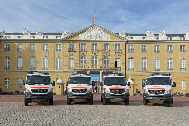 Karlsruhe Bergwacht Fahrzeuge Übergabe (Foto: Klaus Eppele)