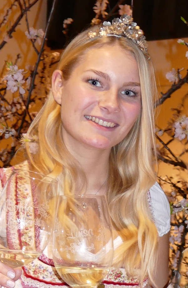Mandelblütenkönigin Ronja Hettinger (Foto: Kermann)