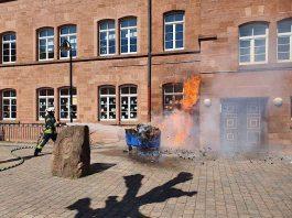 Die Feuerwehr löschte den Brand (Foto: Presseteam der Feuerwehr VG Lambrecht)