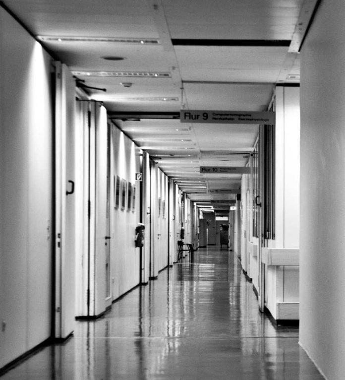 Symbolbild, Krankenhaus, Flur © Pixabay