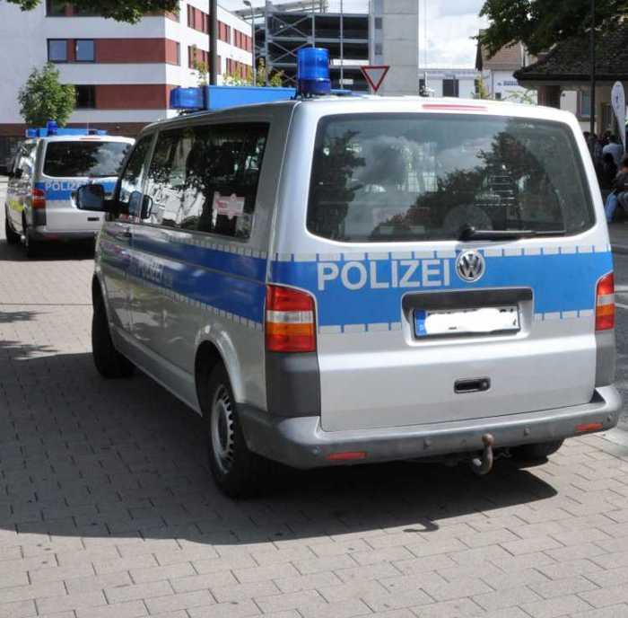 Symbolbild, Polizei, Mannschaftswagen, Großeinsatz