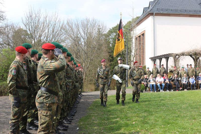 Truppenfahne (Quelle: Bundeswehr/Bohn)