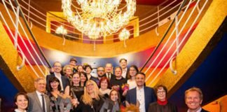 Die Preisträger und Preisträgerinnen zusammen mit den Award Stiftern, Juroren und Festivalleitung (Foto: fugefoto)
