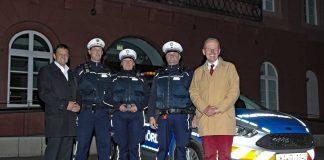 Dr. Björn Weiße (Leiter des Ordnungs- und Bürgeramts), Mitarbeiter des Kommunalen Ordnungsdiensts und Bürgermeister Dr. Albert Käuflein (Foto: Klaus Eppele)