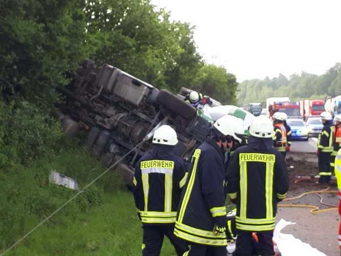 A45: Unfall mit Todesfolge - Umgekippte Zugmaschine