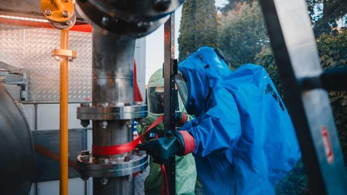 Ausbildungsdienst der Freiwilligen Feuerwehr Bad Kreuznach am neuen Gefahrstoffübungscontainer