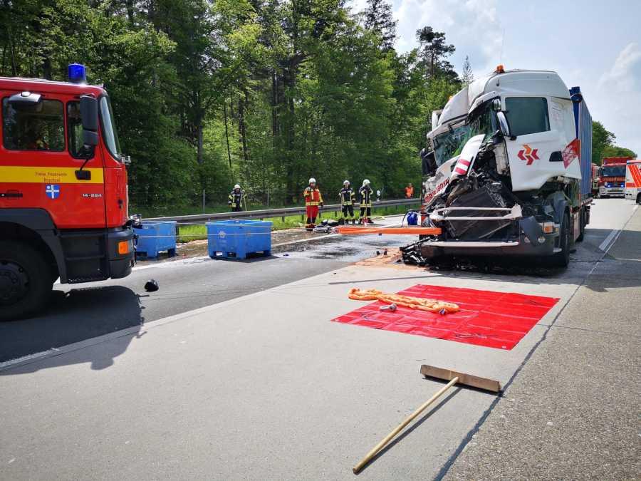 BAB5-Bruchsal: Schwerer Unfall mit LKW