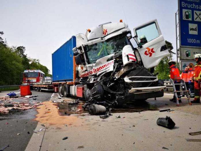 BAB5-Bruchsal: Schwerer Unfall