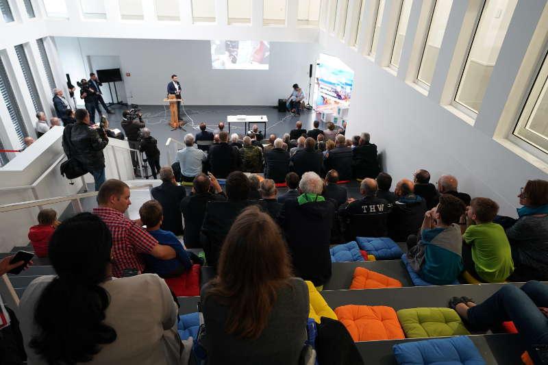 Interessierte Zuhörer bei der Präsentation (Foto: Holger Knecht)
