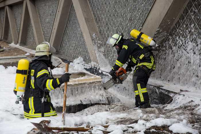 Feuerwehr Mainz: Dachbrand-Öffnung der Dachhaut © Stadtverwaltung Mainz