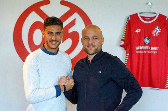 Omer Hanin (links) mit 05-Sportvorstand Rouven Schröder (Foto: Mainz 05)