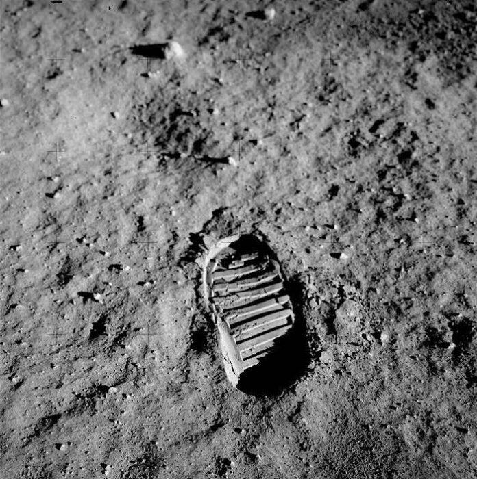 Fußabdruck von Buzz Aldrin auf der Mondoberfläche, fotografiert am 20. Juli 1969 während der Apollo-11-Mission (Quelle: NASA)
