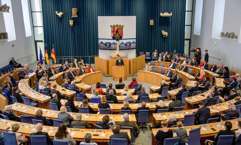 Der rheinland-pfälzische Landtag (Foto: Landtag Rheinland-Pfalz/Torsten Silz)