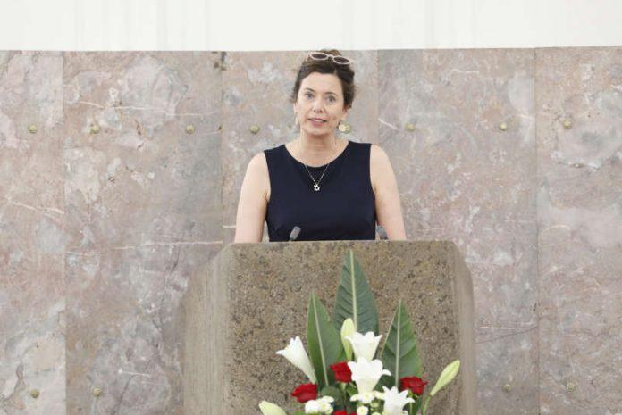 Eva Menasse bedankt sich für den Ludwig-Börne-Preis 2019 (Foto: Maik Reuss)