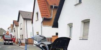 Der betroffene PKW (Foto: Feuerwehr Haßloch)