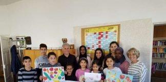 Die Kinder freuen sich über das neue Angebot und sagen Danke mit selbst gemalten Bildern. (Foto: Stadtverwaltung Neustadt)