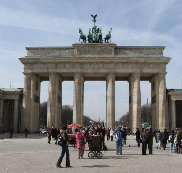 Symbolbild Berlin - Brandenburger Tor (Foto: Holger Knecht)
