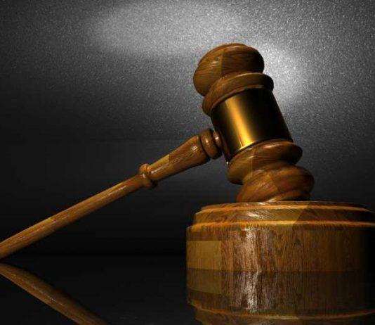 Symbolbild, Gewalt, Urteil, Hammer, Gericht (pxhere)