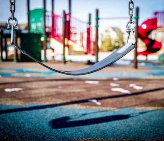 Symbolbild, Spielplatz, Spielgeraete, Schaukel © on Pixabay