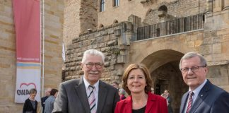 Klaus Stalter (Vorsitzender der AWO Pfalz), Ministerpräsidentin Malu Dreyer und Wilhelm Schmidt (Vorsitzender des Präsidiums des AWO-Bundesverbands) (Foto: AWO Pfalz/ Jens Braune del Angel mug)
