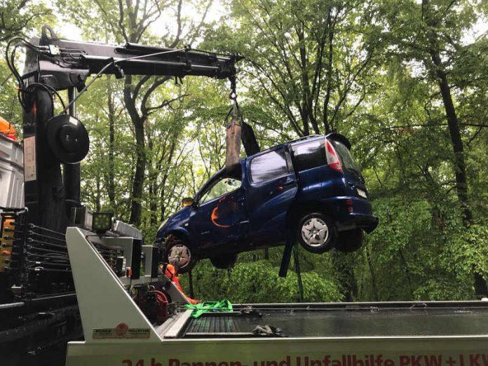 Der PKW wurde geborgen und abgeschleppt (Foto: Polizei RLP)
