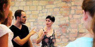 """Workshop """"Das wird man ja wohl noch sagen dürfen - (M)einen Kompass für Meinungsfreiheit entwickeln"""" im Hambacher Schloss. Auf dem Foto: Marius Heil und Marie-Christine Dröse (Foto: Stiftung Hambacher Schloss)"""