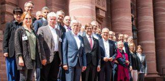 Wirtschaftsminister Tarek Al-Wazir begrüßte die IngKH als neuestes Mitglied der Arbeitsgemeinschaft. (Foto: Hessisches Ministerium für Wirtschaft, Energie, Verkehr und Wohnen)