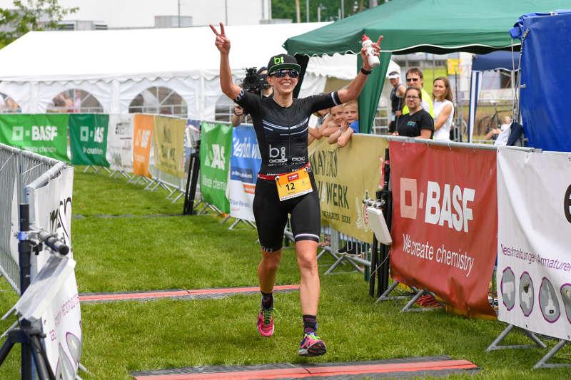 Die Siegerin Simone Hoffmann beim Maxdorfer Triathlon (Foto: PIX-Sportfotos)