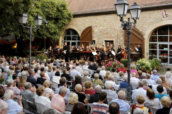 Open Air Konzert im Von-Busch-Hof (Foto: Melanie Hubach)