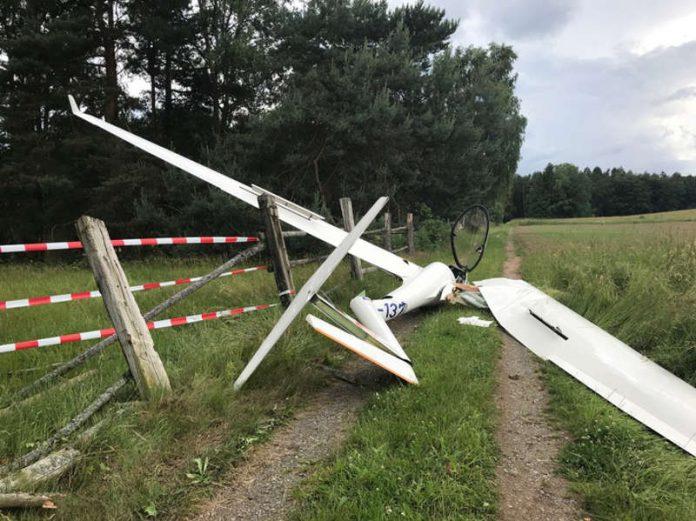 Das beschädigte Segelflugzeug (Foto: Polizei RLP)