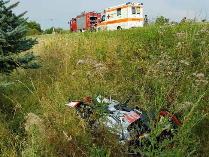 Das Motorrad rutschte weiter in eine Böschung (Foto: Polizei RLP)