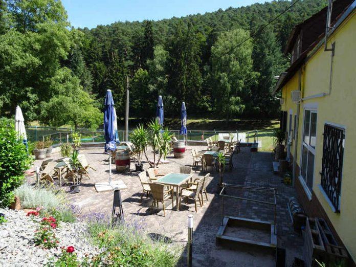 Der Außenbereich der Sportheim-Gaststätte (Foto: Herbert Laubscher)