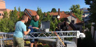 bei der Montage: Fabian Gress, PP Westpfalz Frank Huber, KL.digital Michael Bak, PP Rheinpfalz (Foto: KL.digital)
